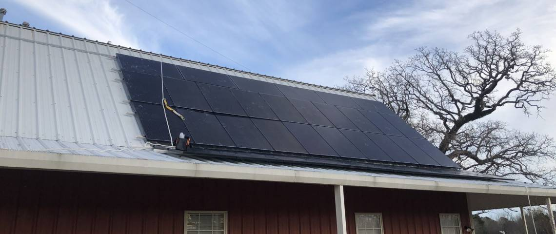 Roof Mount Photovoltaic Installation in Troupp TX